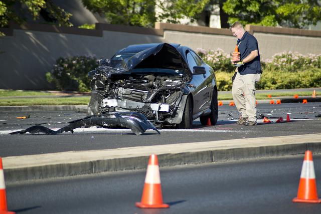 Metro officers investigate a suspected DUI crash on eastbound Charleston Avenue near Rampart Boulevard in Las Vegas on Friday, July 22, 2016. (Daniel Clark/Las Vegas Review-Journal Follow @DanJCla ...
