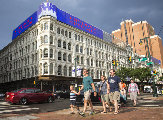 Pedestrians pass by a nearly block-long advertisement for the Democratic National Convention in Philadelphia, Pa. (Benjamin Hager/Las Vegas Review-Journal)