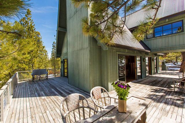 Lee Canyon cabin. (Elke Cote/Real Estate Millions)