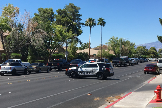 A stabbing took place in the 6400 block of Little Pine Way in Las Vegas on July 4, 2016. (Bizuayehu Tesfaye/Las Vegas Review-Journal)
