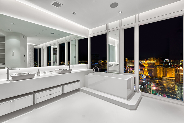 The bath is sleek and modern. (Courtesy of Luxury Estates International)