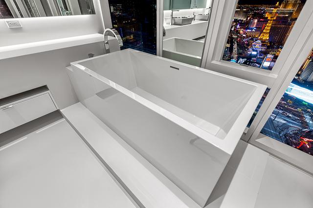 The master bath has a large soaking tub. (Courtesy of Luxury Estates International)