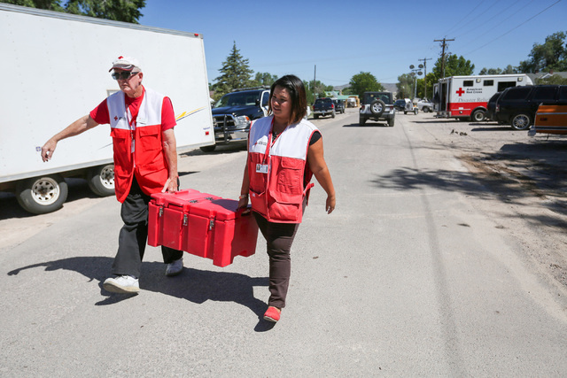 Red Cross workers carry a cooler down 5th street in Panaca, Nev., on Friday, July 15, 2016. (Brett Le Blanc/Las Vegas Review-Journal Follow @bleblancphoto)
