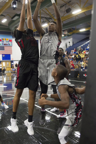 Team CP3 forward Wendell Carter, center, (35) is pressured by team Mokan Elite players during the championship game of The 8 Bracket in the Las Vegas Classic at Spring Valley High School on Friday ...