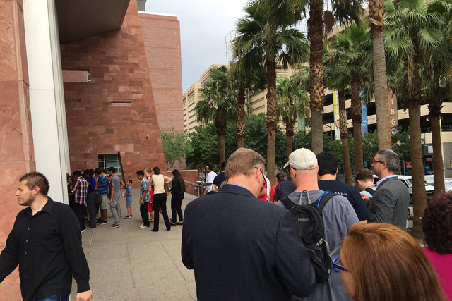 The line to get through RJC security. (@La_Ley/Twitter)