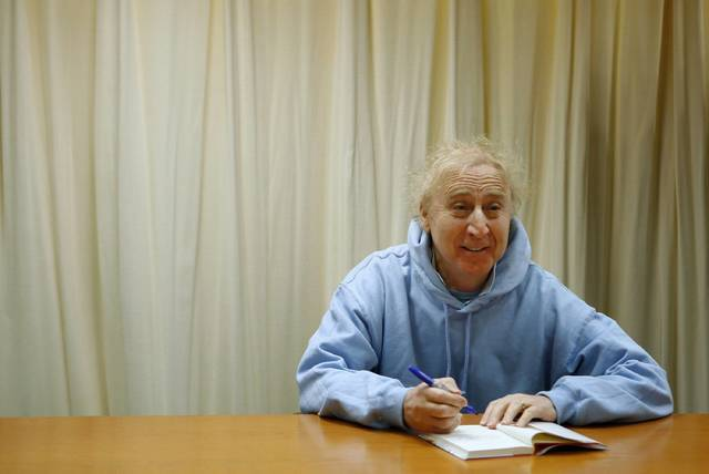 "Actor and author Gene Wilder poses as he autographs his new book ""The Woman Who Wouldn't"" during a book signing session in New York March 26, 2008. (Lucas Jackson/Reuters)"