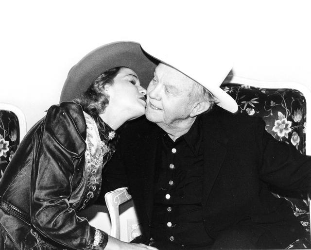 Benny Binion receives a kiss in this Las Vegas News Bureau file photo from Dec 10, 1985. Photo/Las Vegas News Bureau