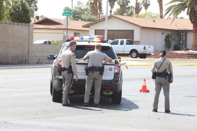 Las Vegas police investigate a shooting in the 3800 block of Mountain Vista Street and Indios Avenue in Las Vegas on Aug. 1, 2016. (Bizuayehu Tesfaye/Las Vegas Review-Journal)