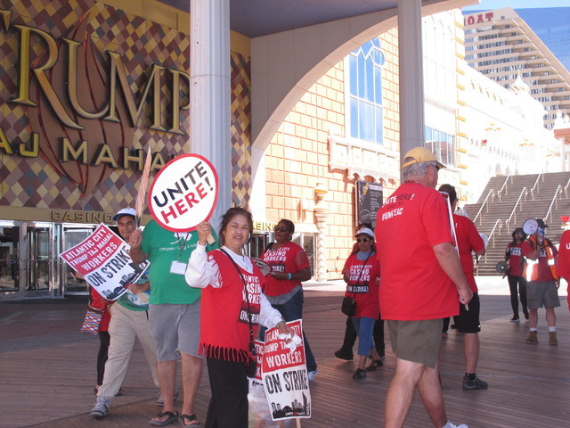 Striking union members picket outside the Trump Taj Mahal casino in Atlantic City, N.J. on Thursday Aug. 4, 2016, a day after owner Carl Icahn said he will close the casino after Labor Day. (AP Ph ...