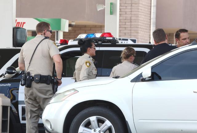 Las Vegas police investigate a shooting at Sinclair gas station, near the 3800 block of Mountain Vista Street and Indios Avenue on Monday, Aug. 1, 2016. Bizuayehu Tesfaye/Las Vegas Review-Journal  ...