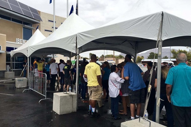 People line up to get into the rally for Democratic presidential candidate Hillary Clinton at the IBEW Local 357 Hall in Las Vegas, Thursday, Aug. 4, 2016. (Twitter/@NatalieBruzda)