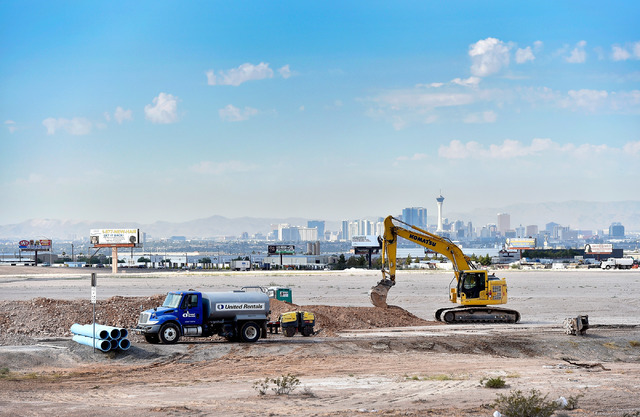 Construction crews lay utilities for future expansion along East Ann Road in North Las Vegas on Thursday, Aug. 18, 2016. (David Becker/Las Vegas Review-Journal)