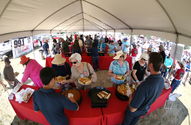 More than 1,000 people attend the second annual Basque Fry, a Republican rally and barbeque, in Gardnerville, Nev., on Saturday, Aug. 20, 2016. (Cathleen Allison/Las Vegas Review-Journal)