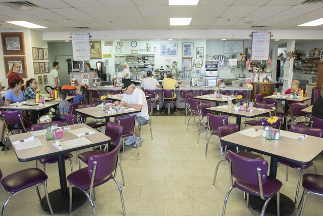 Guest are seen dining during the breakfast shift at Lou's Diner in Las Vegas on Wednesday, August 03, 2016. (Richard Brian/Las Vegas Review-Journal) Follow @vegasphotograph