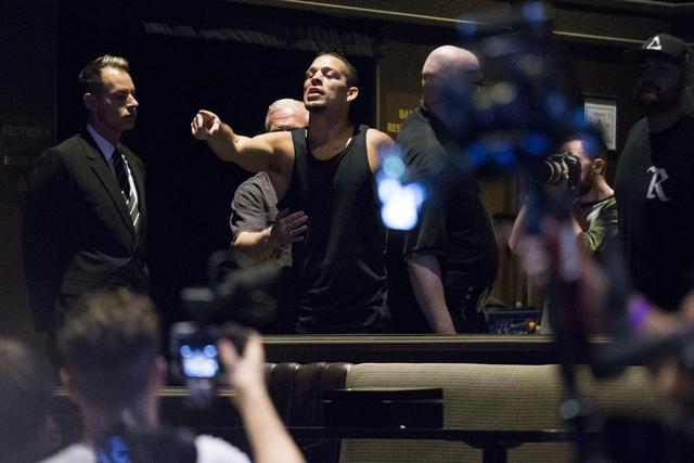 WARNING: GRAPHIC LANGUAGE Nate Diaz walks out at UFC 202 press conference, chaos ensues (Heidi Fang/Las Vegas Review-Journal)