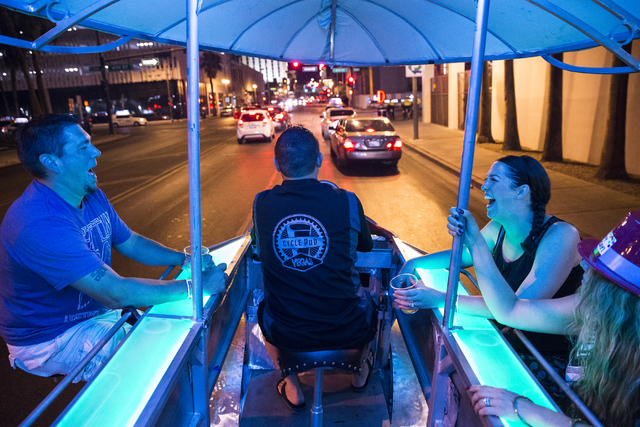 Nick Schneider, left, and wife Melissa enjoy the ride on the Vegas Pub Crawler back to the Downtown Grand on Thursday, August 18, 2016, in Las Vegas. (Benjamin Hager/Las Vegas Review-Journal)