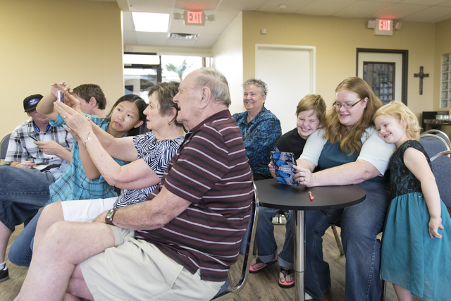 A smartphone usage class led by volunteer Alex Morgan, 16, takes place at Indigo Valley Church in Las Vegas on Friday, Aug. 5, 2016. Jason Ogulnik/Las Vegas Review-Journal