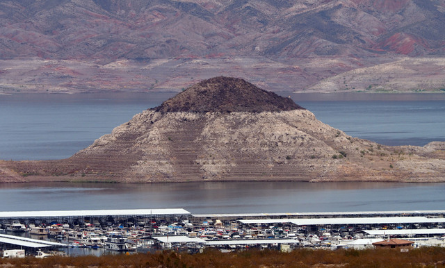 """The """"bathtub ring"""" can be seen at the Boulder Basin Las Vegas Boat Harbor at Lake Mead, Thursday, Aug. 4, 2016. (Jerry Henkel/Las Vegas Review-Journal)"""