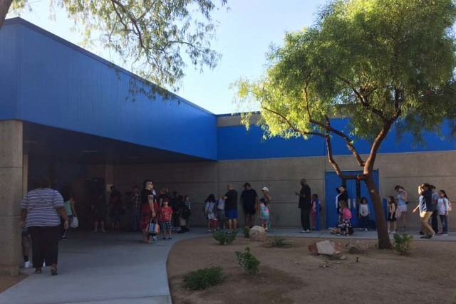 Students and parents line up outside McMillan Elementary School, Monday, Aug. 29, 2016, for the first day of school. (Neil Morton/Las Vegas Review-Journal)