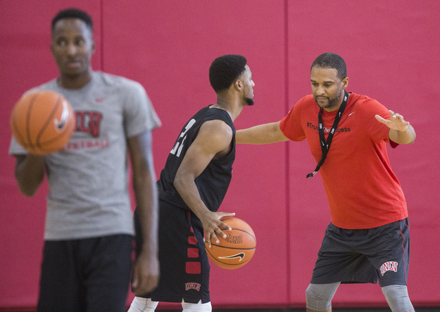 UNLV assistant coach Rob Jeter, right, runs defensive drills during practice at the Mendenhall Center at UNLV on Monday, August 1, 2016, in Las Vegas. (Benjamin Hager/Las Vegas Review-Journal)