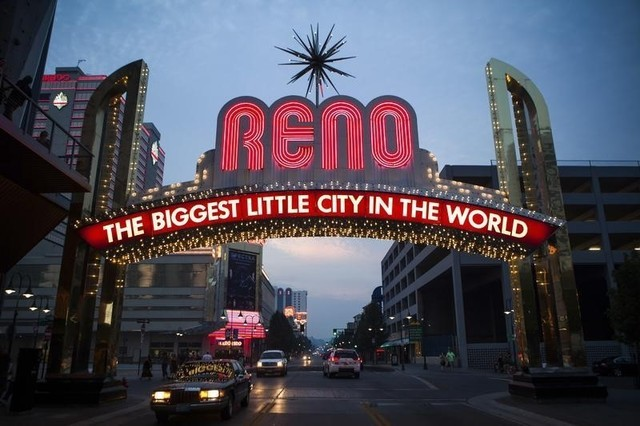 The classic neon Reno sign welcomes visitors to downtown Reno, Nevada, September 16, 2014.  (Max Whittaker/Reuters)