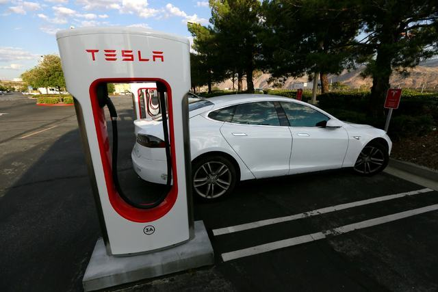 A Tesla Model S charges at a Tesla Supercharger station in Cabazon, California, May 18, 2016.  (Sam Mircovich/Reuters)