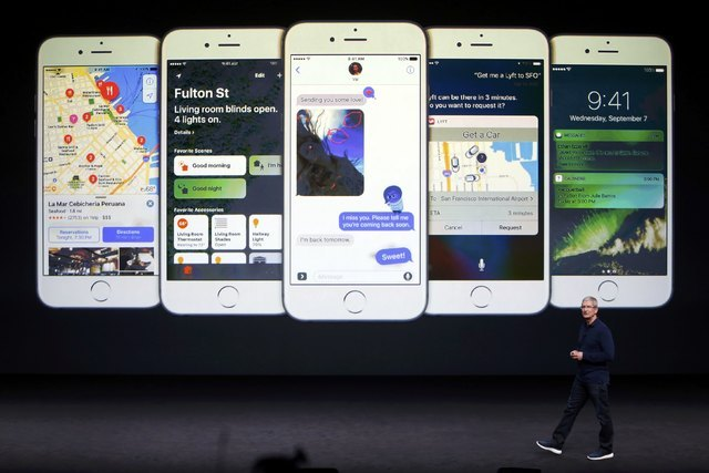 Apple Inc CEO Tim Cook discusses the iPhone during an Apple media event in San Francisco, California, U.S. September 7, 2016. Reuters/Beck Diefenbach
