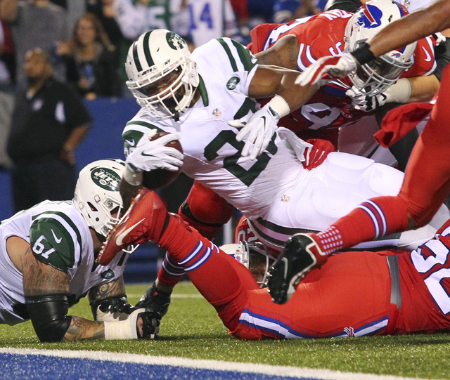 New York Jets running back Matt Forte (22) dives for a touchdown during the first half an NFL football game against the Buffalo Bills on Thursday, Sept. 15, 2016, in Orchard Park, N.Y. (AP Photo/B ...