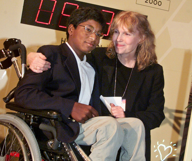 Actress Mia Farrow poses with her adopted son Thaddeus as they participate in the global summit on polio eradication at United Nations headquarters, Sept. 27, 2000. (Richard Drew/AP)