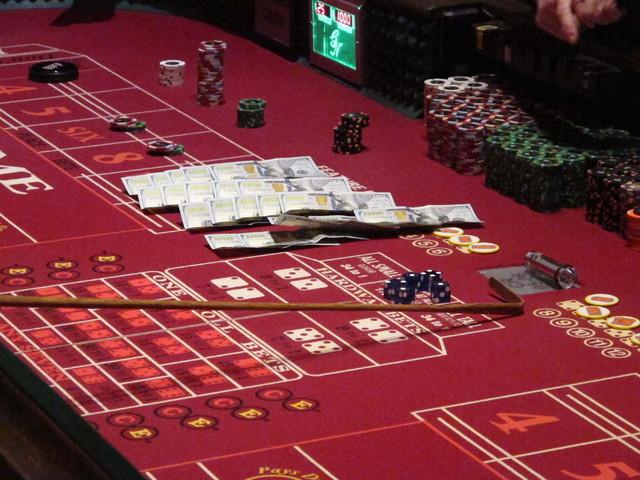 Better odds blackjack or let it ride