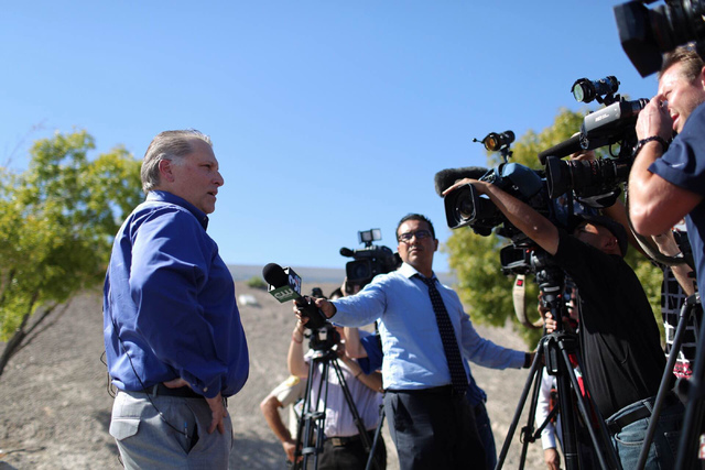 Metropolitan Police Department Capt. Shawn Anderson, left, briefs news media members about a police chase that ended when the suspect was fatally hit by a vehicle on U.S. Highway 95 in Las Vegas o ...