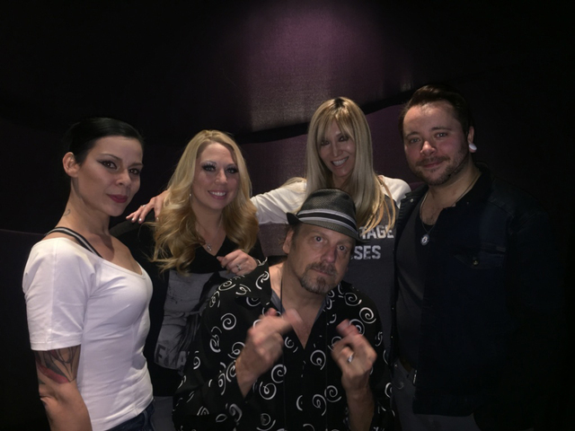 "Amazing Johnathan (center, bottom) visits ""Comedy Daredevil"" show at Hooters Hotel Sunday. From left (top): AmberLynn, Tiffany Mondell, Angela Stabile, Ryan Stock. (Courtesy)"