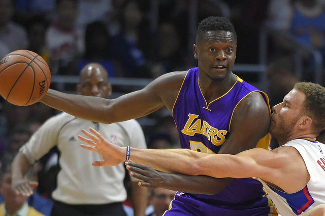 Los Angeles Clippers forward Blake Griffin, right, reaches in on Los Angeles Lakers forward Julius Randle during the first half of an NBA basketball game, Tuesday, April 5, 2016, in Los Angeles. ( ...