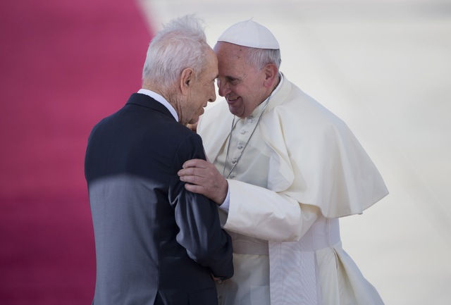 Pope Francis, right, talks with Israeli President Shimon Peres, during an official arrival ceremony at Ben Gurion airport near Tel Aviv, Israel, Sunday, May 25, 2014.  (Oded Balilty/The Associated ...