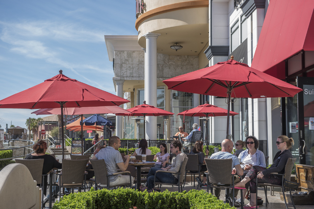 Patrons enjoy al fresco dining during the warm weather at Sambalatte at Boca Park in Las Vegas on Friday, March 4, 2016. (Martin S. Fuentes/Las Vegas Review-Journal)
