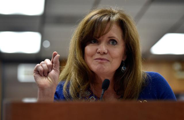 Wendy Mulcock speaks during a school board meeting at the Clark County School Board Thursday, Sept. 8, 2016, in Las Vegas. (David Becker/Las Vegas Review-Journal) Follow @davidjaybecker