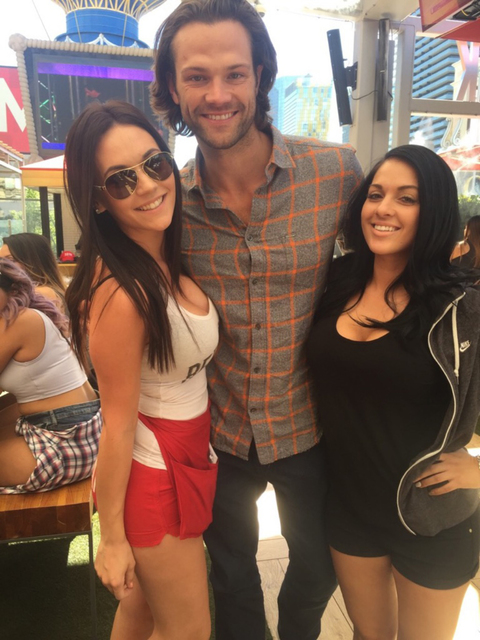 Actor Jared Padalecki gets to know Beer Park staff Sunday morning. (Courtesy)