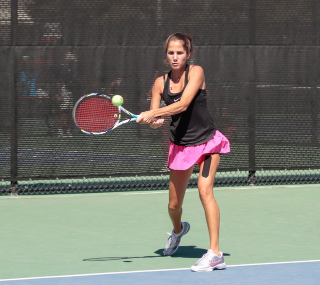 Women's UNLV tennis player Jovana Kenic returns a serve by Washington State player Ege Tomey at the Frank and Vicki Fertitta Tennis Complex on the UNLV campus in Las Vegas, Saturday, Sept. 24, 201 ...