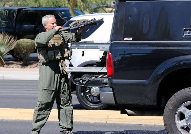 A member of the SWAT team holds a gun near Rainbow Blvd. in Las Vegas, Sunday, Sept. 25, 2016. (Chitose Suzuki/Las Vegas Review-Journal)