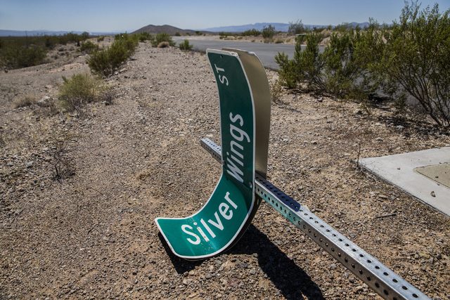 A broken street sign marking Silver Wings Street at Searchlight Airpark subdivision on Monday, Sept. 5, 2016, in Searchlight, Nev. (Benjamin Hager/Las Vegas Review-Journal)