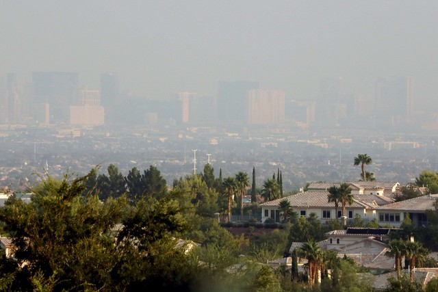 A view of the Las Vegas Strip from Seven Hills in Henderson on Wednesday, Aug. 17, 2016. (Bizuayehu Tesfaye/Las Vegas Review-Journal Follow @bizutesfaye)