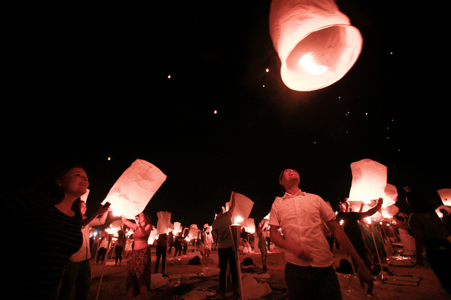 Attendees release lanterns into the sky at Rise Lantern Festival at the Moapa River Indian Reservation on Saturday, Oct. 10, 2015. Chase Stevens/Las Vegas Review-Journal Follow @csstevensphoto