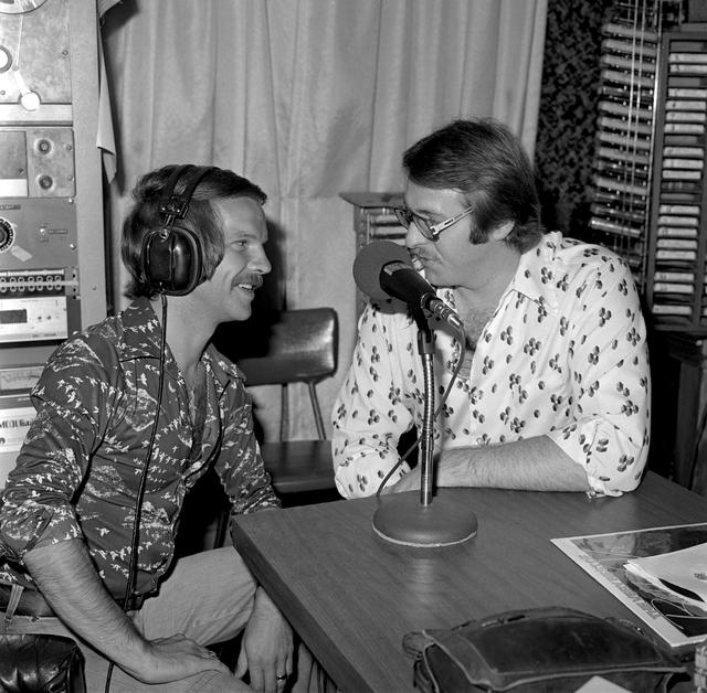Pop singer Bobby Vee is interviewed by Scott Gentry of KENO Radio in Las Vegas, Aug. 3, 1976. (Las Vegas News Bureau Archives)