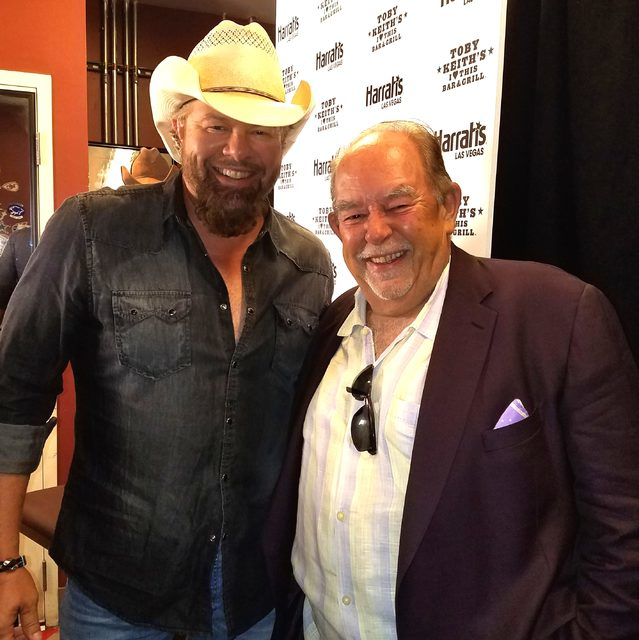 Toby Keith and Robin Leach at Toby Keith's I Love This Bar & Grill at Harrah's on Friday, Sept. 30, 2016, in Las Vegas. (Courtesy)