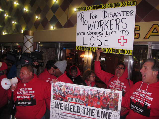 Striking casino workers chant outside the Trump Taj Mahal casino in Atlantic City, N.J., as it shuts down on Monday, Oct. 10, 2016. (Wayne Parry/AP)