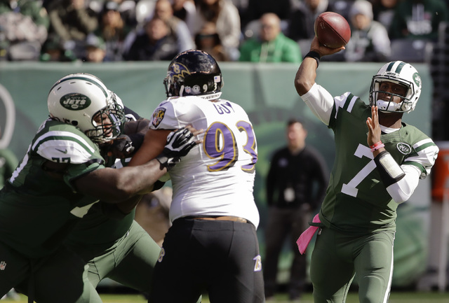 New York Jets quarterback Geno Smith (7) throws against the Baltimore Ravens during the first quarter of an NFL football game, Sunday, Oct. 23, 2016, in East Rutherford, N.J. (Frank Franklin II/AP)