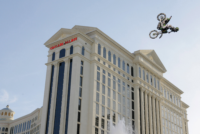 ** FOR USE WITH YEAR END STORIES -- FILE -- ** Mike Metzger catches air as he jumps over the fountains at the Caesars Palace in Las Vegas, in this May 4, 2006 file photo.  Metzger set the Guinness ...