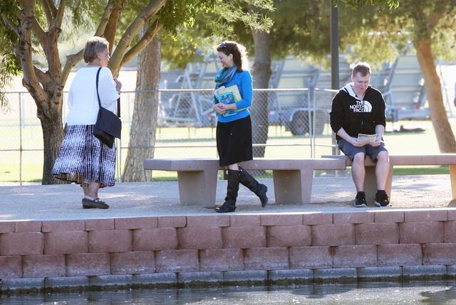 People enjoy the cool morning Oct. 4, 2016, at Sunset Park in Las Vegas. (Bizuayehu Tesfaye/Las Vegas Review-Journal Follow @bizutesfaye)