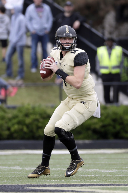 Vanderbilt quarterback Kyle Shurmur passes against Florida in the second half of an NCAA college football game Saturday, Oct. 1, 2016, in Nashville, Tenn. Florida won 13-6. (AP Photo/Mark Humphrey)