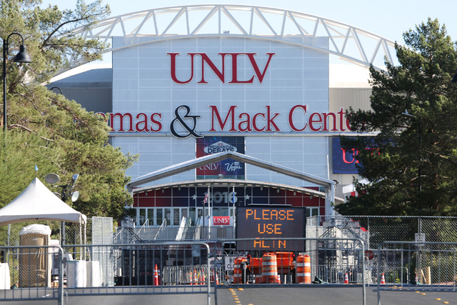 Presidential debate banners hang from The Thomas & Mack Center on UNLV campus in Las Vegas on Saturday, Oct. 15, 2016. (Brett Le Blanc/Las Vegas Review-Journal Follow @bleblancphoto)